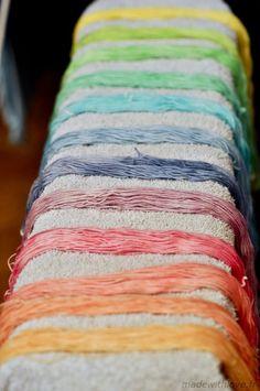 Tutoriel photo : la teinture alimentaire | in the loop - Le webzine des arts de la laine