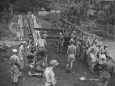 Tijdens de opmars van Kepandjen (nabij Malang) en Wlingi: een Bailey-brug wordt aangelegd. 1948