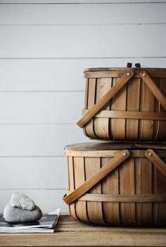 Interior & Design + Some More...: Strandhus på 42kvm i gråa toner med natur som inslag charming baskets