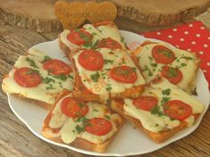 Iftar, Pizza Recipes, Caprese Salad, Bruschetta, Pain, Vegetable Pizza, Bread, Food And Drink, Cookies
