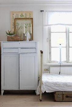 fern print / soft colors / vintage bed frame