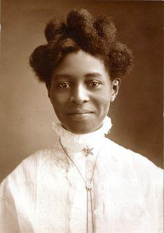 Alice Pugh McGaugh - portrait photographs of women - Wikimedia Commons American Women, American Photo, Vintage Black Glamour, Vintage Beauty, Foto Fun, Black History Facts, Female Photographers, Portrait Photographers, African American History