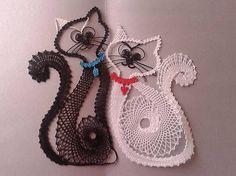 margitkabb / dve macicky:) Bruges Lace, Bobbin Lacemaking, Bobbin Lace Patterns, Lace Heart, Parchment Craft, Lace Jewelry, Tatting Lace, Needle Lace, Lace Making