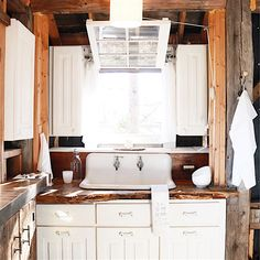 Treehouse kitchen via @lynneknowlton You can rent this treehouse!
