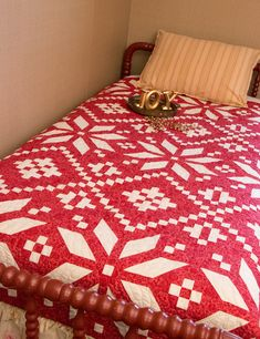 Red and White Christmas Quilts . Dazzling Red and White Christmas Quilts Patterns Free. Quilting Projects, Quilting Designs, Quilting Ideas, Art Projects, Quilt Kits, Quilt Blocks, Christmas Quilt Patterns, Christmas Quilting, Scandinavian Quilts