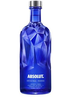 As a new limited edition, Absolut is proud to present an inspiring, multi-faceted blue bottle to house the iconic Absolut Original Vodka over the festive season Bottle Packaging, Brand Packaging, Perfume Packaging, Liquor Bottles, Vodka Bottle, Tequila, Vodka Blue, Root Beer, Alcoholic Drinks