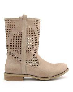 Světlé děrované letní kozačky http://www.designshoes.cz/svetle-italske-nizsi-letni-kozacky-trendy-too