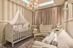 Em busca de ideias de quarto de bebe neutro? Veja fotos de decoração de quartos do bebê discretos, com cores neutras que servem para menino e menina!
