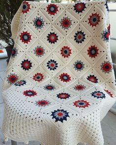Crochet Bedspread Patterns Part 17 - Beautiful Crochet Patterns and Knitting PattetrnsI pinned for the wholesome beauty, & the border.This Pin was discovered by HUZSimple yet striking Crochet Bedspread Pattern, Crochet Quilt, Granny Square Crochet Pattern, Afghan Crochet Patterns, Crochet Squares, Knit Or Crochet, Crochet Motif, Crochet Crafts, Crochet Projects