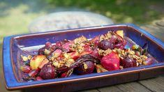 Rosmarinbakte rotfrukter – NRK Mat – Oppskrifter og inspirasjon Halloumi, Bees Knees, Kung Pao Chicken, Vegetables, My Favorite Things, Ethnic Recipes, Egg, Food, Eggs