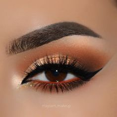 The perfect smokey sunset ✨ @maysam_makeup is wearing our #BoudoirLashes, quite possibly the most sexy lash design ❤️ #houseoflashes #lashes #lashgamestrong #lashfocus #motd #makeuplooks #wingedliner #crueltyfree
