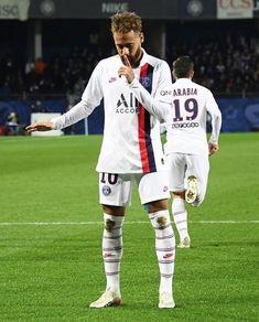 PSG deseja renovar contrato de Neymar para evitar que o craque volte ao Barcelona Memes Neymar, Neymar Psg, Messi And Neymar, Messi 10, Football Neymar, Football Boys, World Football, Neymar Brazil, Neymar Jr Wallpapers