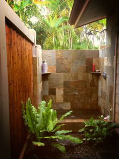 Outdoor shower Maui, HI #dreamshower  #toilettreeproducts