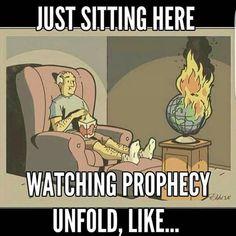 Jehovah's day on the horizon JW. Jw Humor, Bible Humor, Funny Christian Memes, Christian Humor, Christian Cartoons, Christian Friends, Jehovah's Witnesses Jokes, Ohana, Jw Jokes