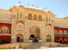 Looking for rajasthan fort & places tour packages? Book fort & places tour packages and explore the forts and places of Rajasthan and witness ancient history of Rajasthan. Jaisalmer, Beautiful Architecture, Beautiful Buildings, Indian Architecture, Beautiful Places, Amer Fort, One Day Trip, India Tour, Tourist Places