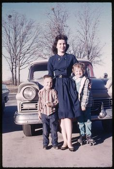 Love the classic double breasted dress this young 1950s mom is sporting. #vintage #dress #1950s #woman #kids #fashion #fifties