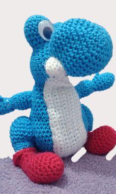 Amigurumi feito em crochê do Yoshi, dino do jogo do Mario Bros. <br>Doido pra te ajudar a passar de fase!!!