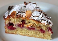 Raspberry Bakewell Cake: This cake has all the almondy goodness of a Bakewell tart without the pastry and with the added sharpness of fresh raspberries Almond Recipes, Baking Recipes, Cake Recipes, Dessert Recipes, Bakewell Tart, Bakewell Traybake, Köstliche Desserts, Delicious Desserts, Yummy Food