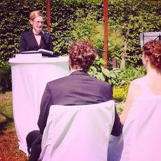 Moderatorin Jeannine Tieling als Traurednerin: Zeremonienmeisterin für die freie Trauung. Freie Hochzeiten werden schließlich immer beliebter. ;-) Foto: Mai 2015.