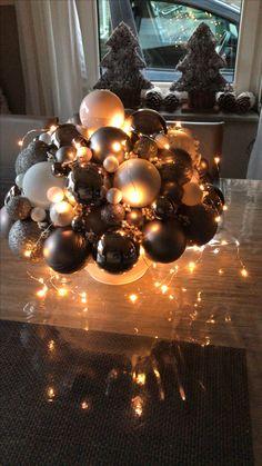 Halve piepschuimbal met ballen en lampjes