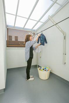【アイジースタイルハウス】洗濯。ベラン ダは洗濯物が外から見えないように腰壁を高くし、目隠しも設けた