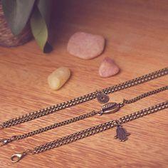 Mix de pulseiras em ouro velho!  #mix #pulseiras #búzio #hamsá #medalha #moeda #correntes #bijuteria #bijoux