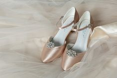 #westerleigh #brautschuhe #schuhclips #brautmodentirol #tirolerbraut #brautkleid #traumhochzeit #tanzschuhe #brautaccessoires #heiraten #hochzeit #hochzeitskleid Character Shoes, Dance Shoes, Wedding, Trends, Fashion, Dancing Shoes, Getting Married, Marriage Dress, Bridle Dress
