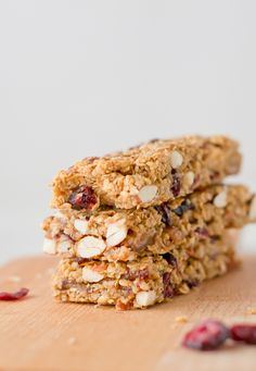 Como hacer barritas de muesli via danzadefogones.com Vegan Recipes Easy, Raw Food Recipes, Snack Recipes, Snacks, Raw Vegan, Vegan Vegetarian, Homemade Muesli Bars, Vegan Blogs, Granola Bars