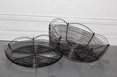 Bildresultat för luffarslöjd Wire Crafts, Wicker Baskets, Wire Work, Textiles, Pearls, Design, Home Decor, Google, Black