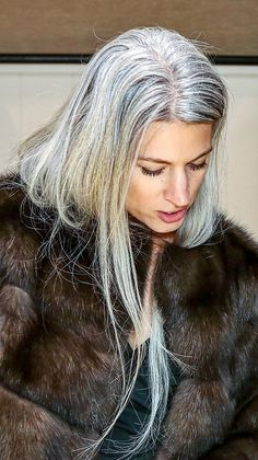 62 trendy Ideas for hair silver grey sarah harris Sarah Harris, Pelo Color Plata, Grey Hair Journey, Silver Haired Beauties, Silver White Hair, Grey Hair Inspiration, Gray Hair Growing Out, Transition To Gray Hair, Long Gray Hair
