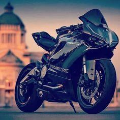 Ducati sexy as fuck! Ducati Motorcycles, Custom Motorcycles, Custom Bikes, Cars And Motorcycles, Yamaha, Bike Rider, Sportbikes, Bike Style, Street Bikes