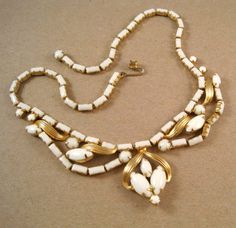 Vintage WEISS WHITE MILK GLASS CABOCHON STONE FRONT DROP NECKLACE #Weiss