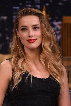 """Le """"bronde"""" sexy d'Amber Heard. Cette coloration, à mi-chemin entre le blond et le brun, fait fureur parmi les stars !"""