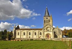 Eglise St. Pierre a Aulnay, France. 1120-1140