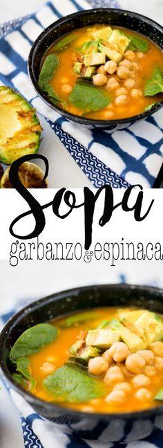 Sopa con garbanzos y espinacas con aguacate y limn asado