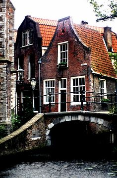 Delft canal by Photos ludiques, via Flickr