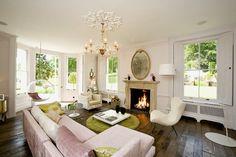 Dans la campagne anglaise une maison aux pièces immenses ouvrant sur un parc…