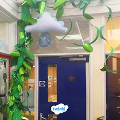Twinkl and the Beanstalk! Where could this beanstalk lead? What a gorgeous display idea from Danni Rhyming Activities, Toddler Learning Activities, Classroom Door, Classroom Displays, Traditional Tales, Traditional Stories, Eyfs Jack And The Beanstalk, Fairy Land, Fairy Tales