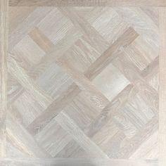 Houtlook tegel   Keramisch parket 80x80 Natuurlijk Slavonia Wood Tile Pattern, Tile Patterns, Textures Patterns, Flur Design, Hardwood Floors, Flooring, Tile Floor, Indoor, Architecture