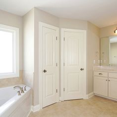 Accessible beige- sherwin williams Daloli what do you think of this color for the living design ideas floor design decorating design designs Beige Paint Colors, Kitchen Paint Colors, Paint Colors For Home, House Colors, Wall Colors, Beige Kitchen, Beige Bathroom, Bathroom Interior, Interior Paint