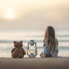 We are contemplating her future life … - Fotos - Fotografie