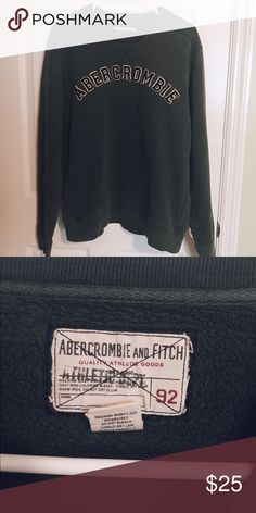 vintage abercrombie sweatshirt Vintage Abercrombie & Fitch pullover sweatshirt in dark green. Circa late 90s, men's size medium and has a great oversized fit so should be able to fit unisex size XS-L. Very warm, durable material and perfect for the chilly winter months! Excellent used condition with no signs of wear or damage!   Ask me about bundling ✨ Abercrombie & Fitch Sweaters Crew & Scoop Necks