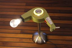 DIY upcycling Leuchte aus einem Haartrockner. upcycle lamp repurposed hairdryer