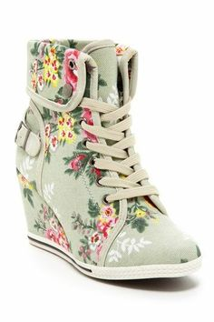 NOT A FAN OF FLOWERS BUT I CAN ROCK THESE