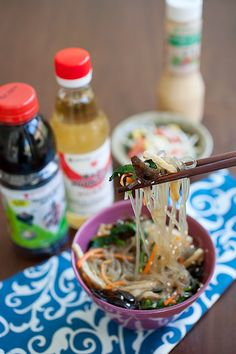 This Korean Mixed Noodles Easy Delicious Recipes is a better for your dinner made with wholesome ingredients! Entree Recipes, Asian Recipes, Cooking Recipes, Dinner Recipes, Korean Dishes, Korean Food, Korean Glass Noodles, Asian Noodles, Japchae
