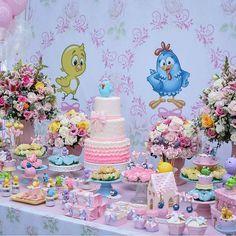 In love por essa festa Galinha Pintadinha Rosa from - 3rd Birthday Parties, Girl Birthday, Birthday Cake, Lottie Dottie, Farm Party, Colorful Candy, Ideas Para Fiestas, Princess Birthday, Birthday Decorations