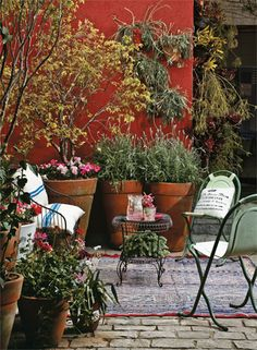 Oito projetos de varandas, pátios e terraços, com decoração caprichada e o colorido da primavera.