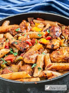 You can have a healthy, delicious, and fast meal with this 20-Minute, One-Pan Chicken Fajita Pasta. Quick & delicious for busy weeknights!