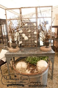 Marburger Farm Antique Show decorating with pumpkins! Market Displays, Store Displays, Booth Displays, Vintage Booth Display, Flea Market Booth, Selling Handmade Items, Antique Show, Vintage Fall, Round Top