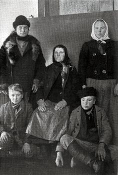 Finnish Immigrant Family At Ellis Island